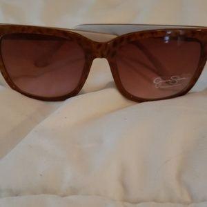 Jessica Simpson leopard print sunglasses